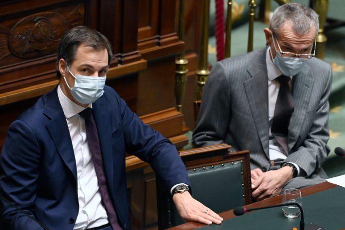 Premier Alexander De Croo (Open Vld) en minister van Volksgezondheid Frank Vandenbroucke (sp.a) in de Kamer.