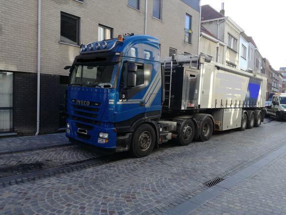 De vrachtwagen werd na controle uit het verkeer gehaald.