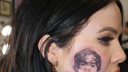 """Nieuw-Zeelandse zangeres bekent: """"Die tatoeage van Harry Styles is niet echt"""""""