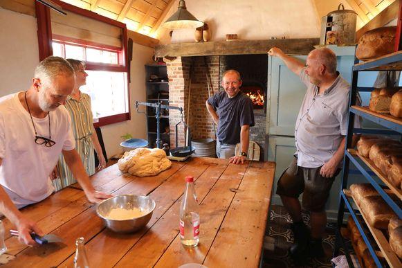 De opening van Het Karelshuis lokte bezoekers naar het bakhuisje