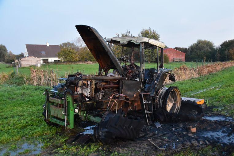 De tractor ging volledig verloren.
