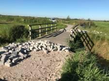 Vandalen maken toeristisch fietspad in Nunspeet onbegaanbaar: 'Bizarre en gevaarlijke actie'