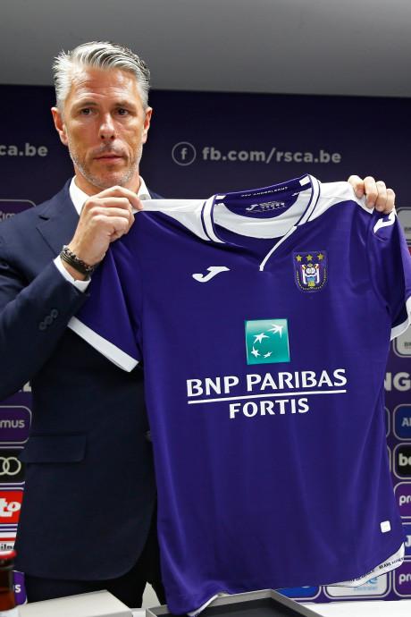Le Sporting d'Anderlecht présente ses nouveaux maillots et son nouveau coach