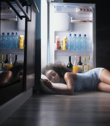Slaap niet naakt en neem vooral geen koude douche: met deze tips kom je de warme nachten door