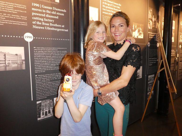 De volgende generatie Barend: zoon Seb, dochter Livia en moeder Alette Bastiaansen. Seb, schiet eens! Beeld Hans van der Beek