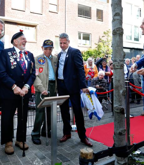 Veteranen onthullen plaquette in Eindhoven