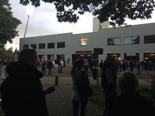 NEC-debutant Joppen na 8 minuten al met blessure het veld af