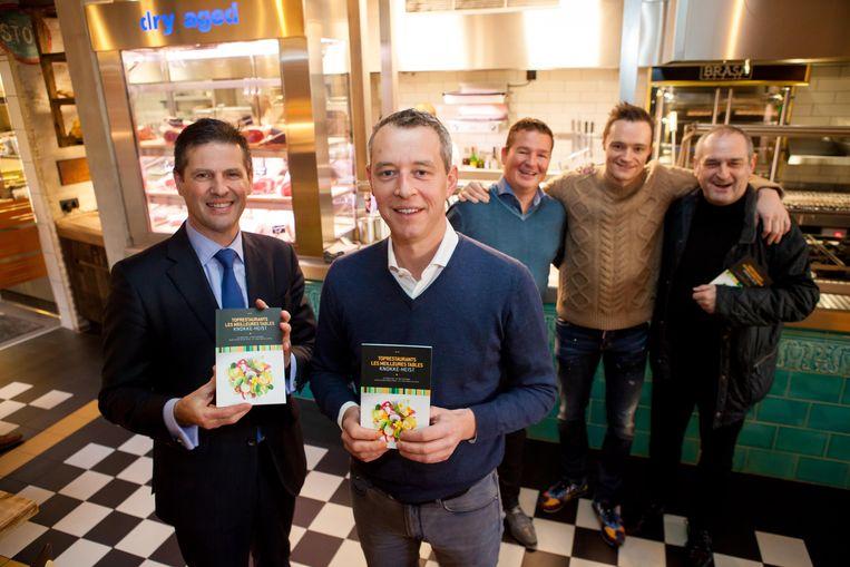 Schepen Anthony Wittesaele en sterrenchef Bart Desmidt tijdens de voorstelling van de nieuwe brochure 2016: 'Toprestaurants in Knokke-Heist en omgeving'.