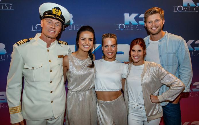 Winston Post, K3 en Tim Douwsma op het SS Rotterdam, de set van de nieuwe K3-film K3 Love Cruise.