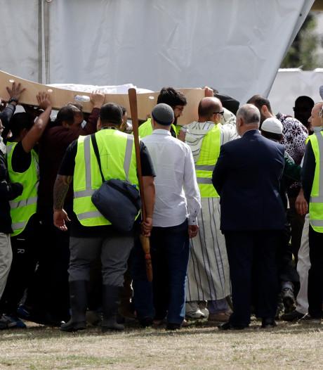 Eerste slachtoffers aanslagen Christchurch begraven