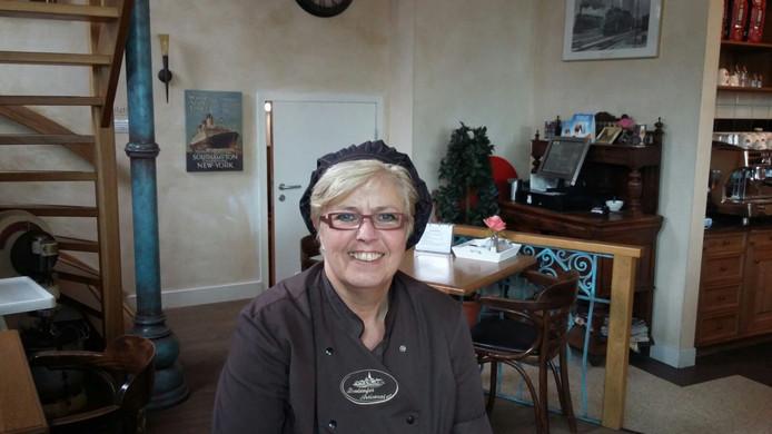 Ria Tieleman, medewerkster van de bakkerij en lunchroom.