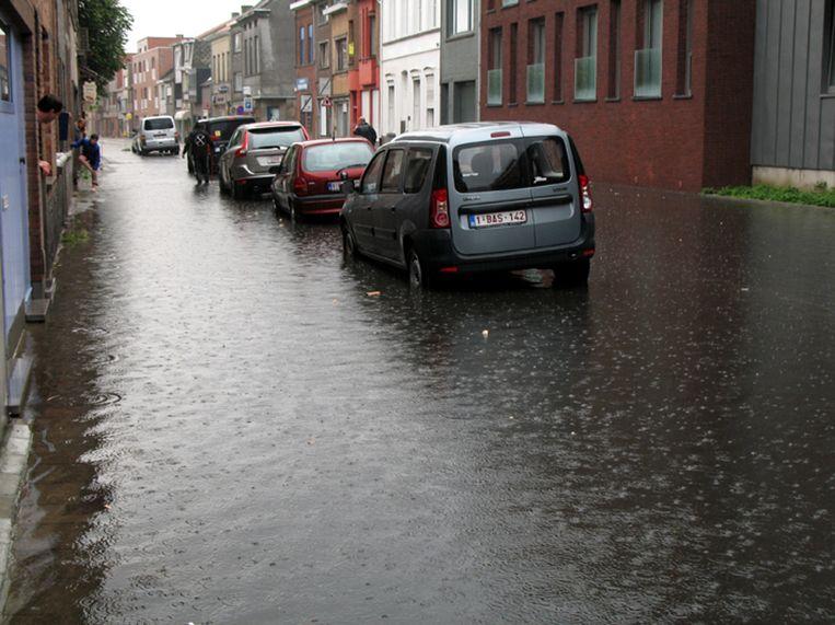 Wateroverlast aan Tereken. De voorbereidingen voor een grootschalig rioleringsproject zijn aan de gang, waarmee deze taferelen in de toekomst niet meer zouden mogen gebeuren.