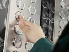 Vrouw in New York zit het hele weekend vast in lift werkgever