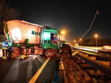 A16 enige tijd dicht richting Breda door ongeluk met vrachtwagen en personenauto