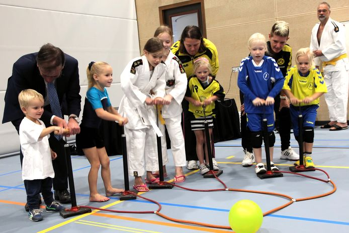 Wethouder Kees Grootswagers vorig jaar september bij de opening van de nieuwe sporthal De Werft in Kaatsheuvel.