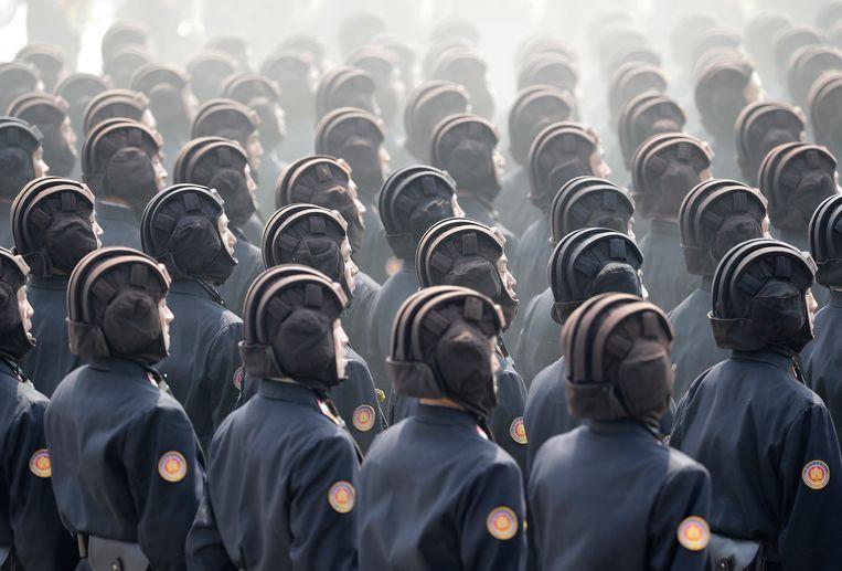 Soldaten marcheren over het Kim Il Sung -plein. Beeld AP