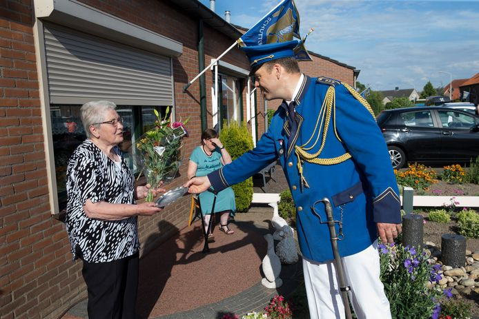 Ook Fien van Gerven werd zaterdag verrast door schutterij Sint Jan.