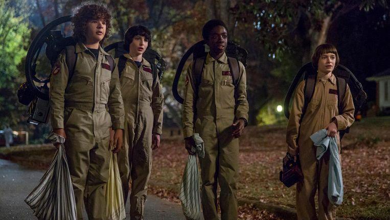 De vriendengroep op Halloween verkleed als Ghostbusters. Beeld