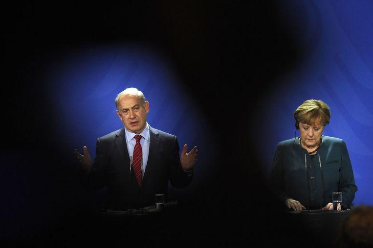 Benjamin Netanyahu en Angela Merkel donderdag op een gezamenlijke persconferentie in Berlijn. Beeld afp