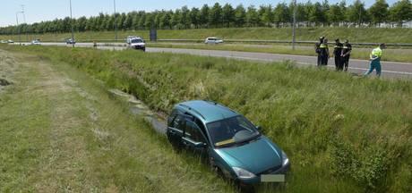 Automobilist snijdt gezin af op A58 bij Etten-Leur: auto in de sloot