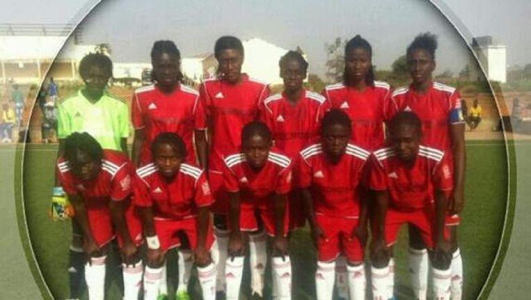 Teamfoto van de dag dat Fatim Jawara haar debuut maakte bij de nationale ploeg van Gambia. Beeld Instagram