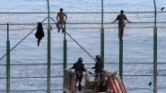 155 migranten dringen Spaanse enclave Ceuta aan Marokkaanse grens binnen