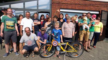 Johan Geerts wint vogelpik per fiets