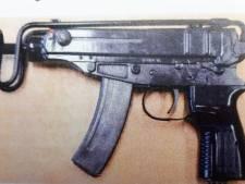 Machinepistolen in aanhanger? Dat wist Ossenaar niet