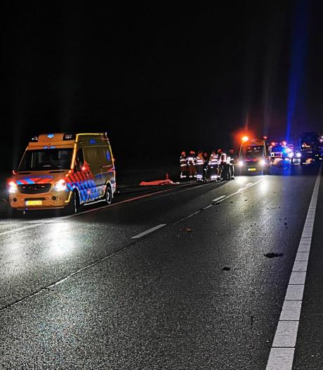 Vermoedelijke vluchtauto plofkraak crasht bij Zevenaar: twee doden, derde persoon op de vlucht