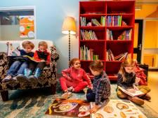 School krijgt zwerfboekenstation voor kinderen: 'Ik lees soms uren achter elkaar'