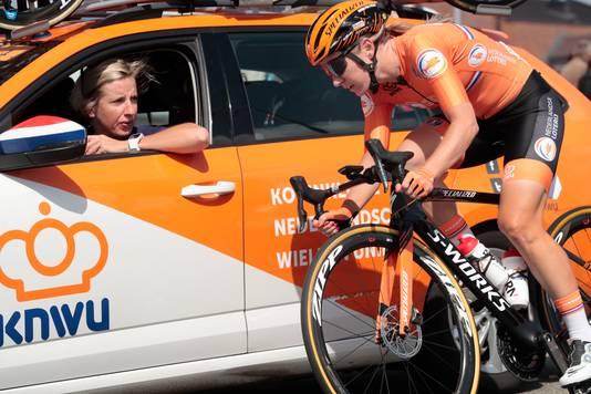 Pieters in gesprek met Loes Gunnewijk.