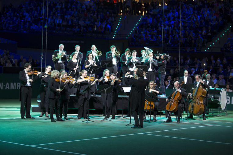 Het Rotterdams Philharmonisch Orkest speelt voor  de finale van het ABN AMRO-tennistoernooi in Rotterdam Ahoy. Beeld ANP