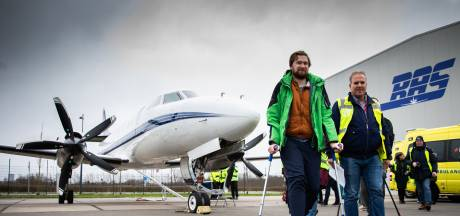 Eindhovense Emma met gipsvlucht naar huis gebracht: 'Het was aan boord heel gezellig'