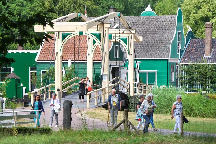 Uitzicht op de Zaanse Schans in het Openluchtmuseum.