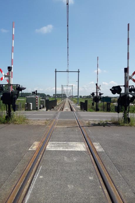 Het spoor is klaar voor een stop op station Zwolle Stadshagen, nu de treinen nog