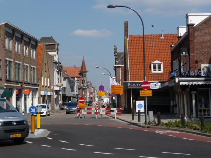 Tijdens de werkzaamheden is er wel eenrichtingsverkeer in het deel van de Grotestraat tussen de Hertog Janstraat en de Putstraat. foto Frans van Halder/BD