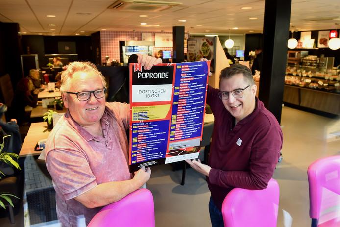 Wim Vriezen (l.) en Eelco Walraven kijken uit naar de tientallen concerten tijdens de Popronde in Doetinchem komende vrijdag.