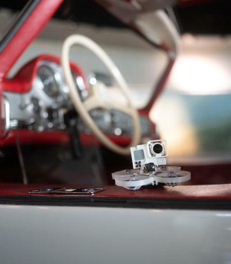 Spectaculaire drone-vlucht door het museum van Mercedes-Benz