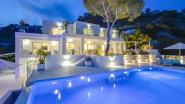 Ontwaken, baden, zwemmen, eten en zonnen: in deze villa doe je alles met zicht op zee