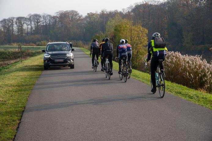ARCHIEF: Op de Tragelweg tussen Wetteren en Schellebelle geldt momenteel plaatselijk verkeer en zijn geen auto's meer welkom