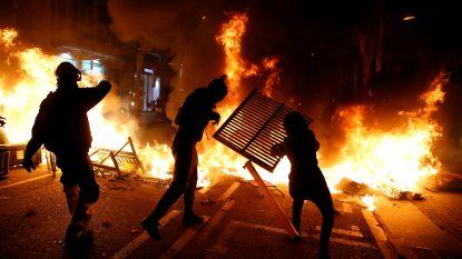 Woedende Catalanen opnieuw slaags met politie, nog steeds overal branden