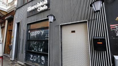 Pepperspray, lachgas, sterke drank zonder vergunning, geluidsoverlast, rokers en 10 illegalen: controle in Antwerps café levert op