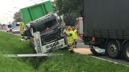 Verkeershinder op A12 in Willebroek nadat vrachtwagens botsen