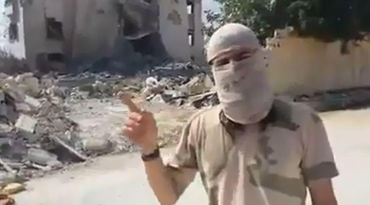 De Nederlandse jihadstrijder Muhajiri Sháám in een videoboodschap. Beeld null