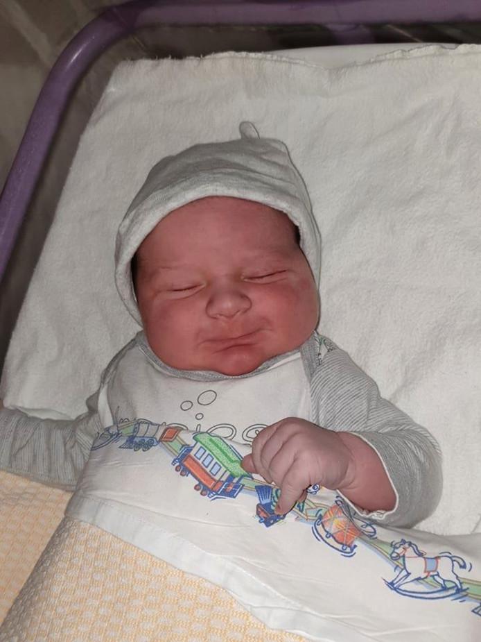 De kleine Deavi werd vannacht precies om 1.11 uur geboren.