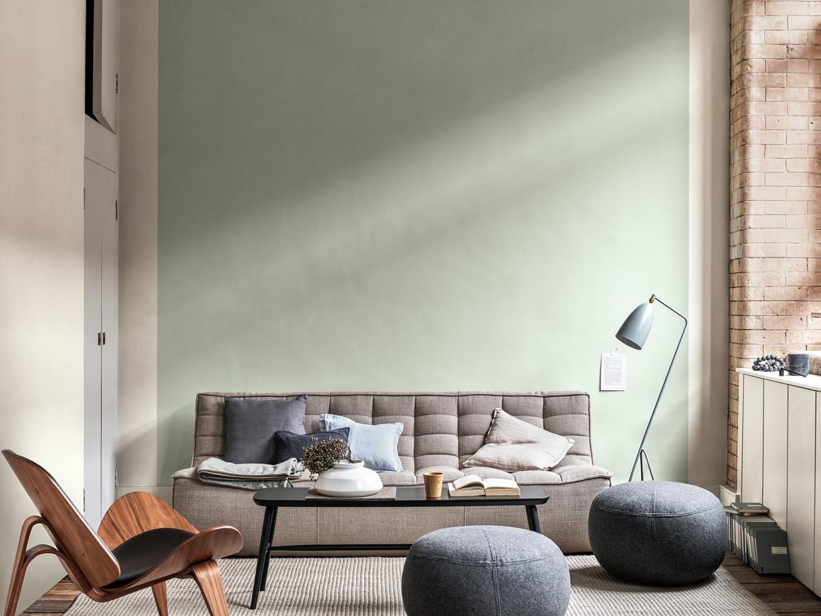 De kleur van het jaar wordt net als alle kleuren beïnvloed door de lichtinval, zoals op deze muur is te zien