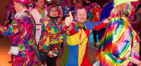 Verstandelijk gehandicapten vieren carnaval in Loon op Zand een week eerder