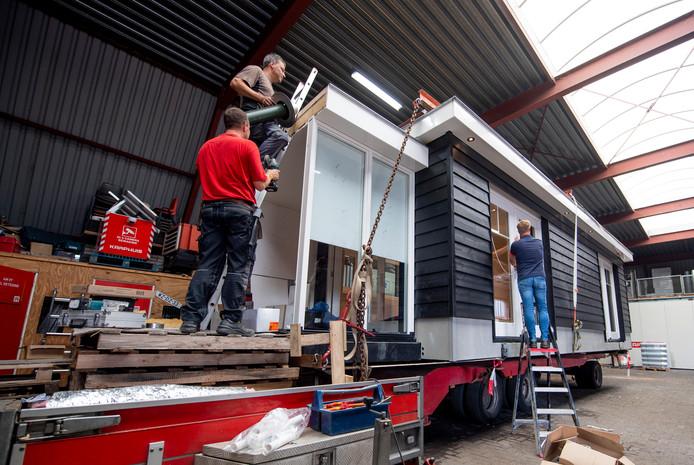 Bouw van prikkelarme aanbouw bij woning ernstig zieke Jurgen Maathuis uit Reutum.
