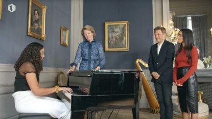 Sofia speelt piano voor koningin Mathilde in 'Merci Voor De Muziek'