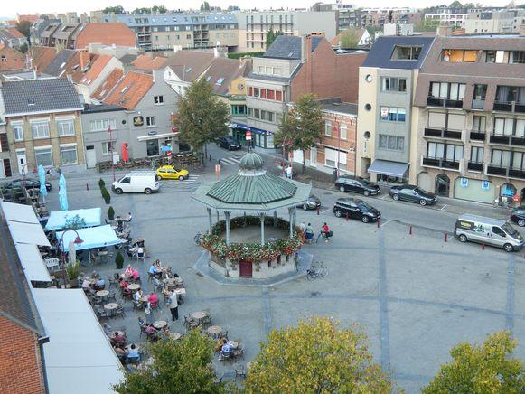 Een luchtbeeld van een tijd geleden van de Markt van Aalter, genomen vanuit de kerktoren.